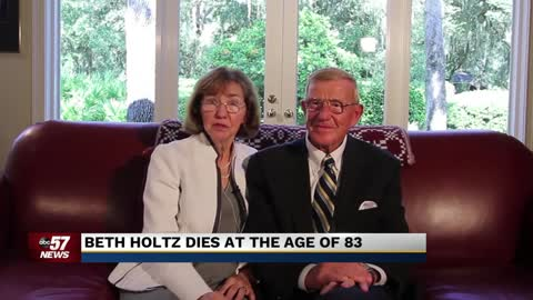 Beth Holtz, wife of Coach Lou Holtz, dies at 83