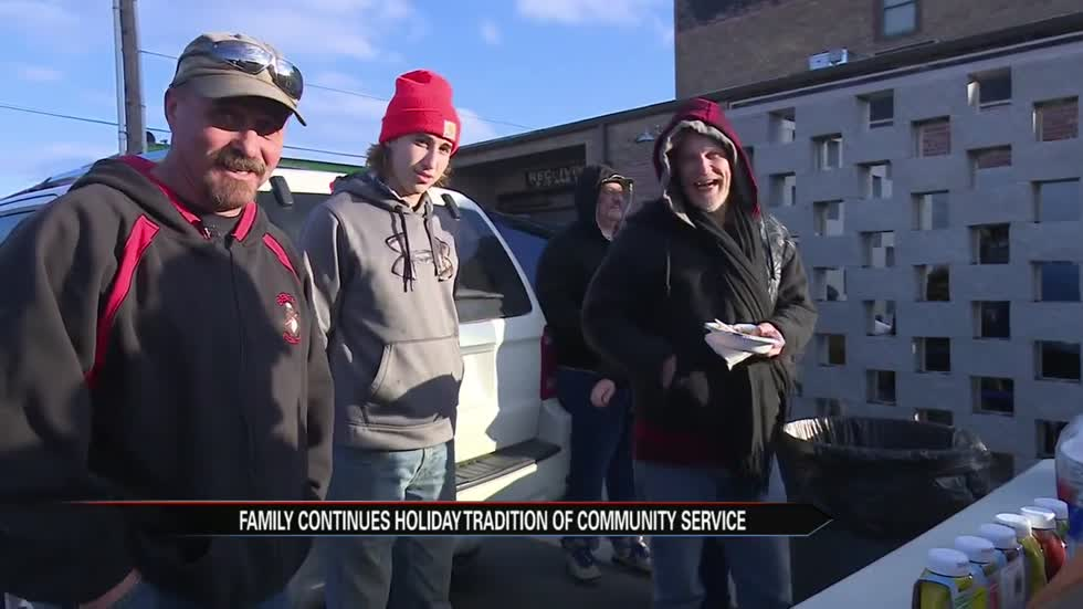 Family continues holiday tradition of community service