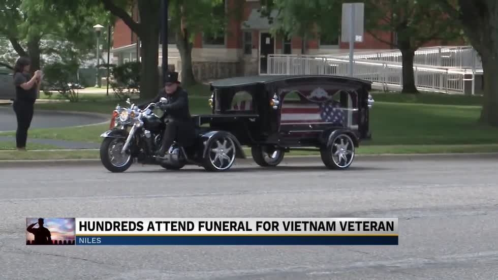 Hundreds come out to pay their respects to a Michiana Vietnam veteran