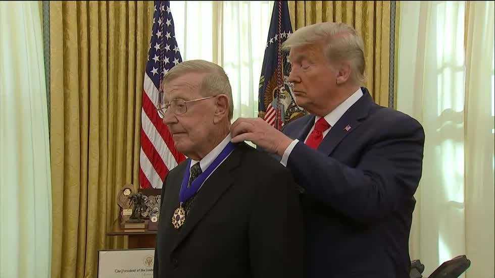 Lou Holtz awarded Presidential Medal of Freedom