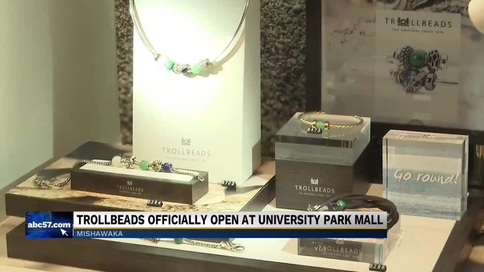 Ribbon-cutting ceremony held for new store at University Park Mall