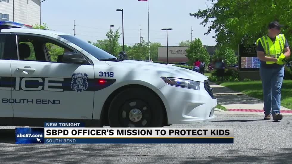 South Bend Police officer going beyond 'protect and serve' as crossing guard