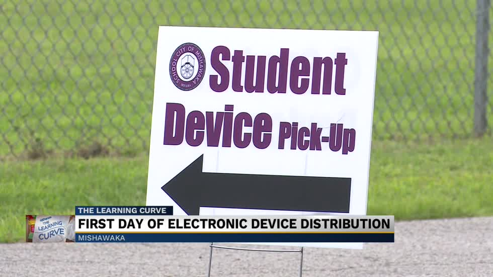 School City of Mishawaka hosts student device distribution