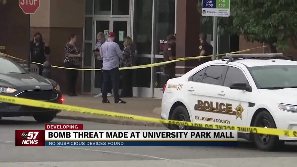 Shoppers react to UP Mall bomb threat