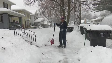 South Bend dad shovels snow to successfully pay bills