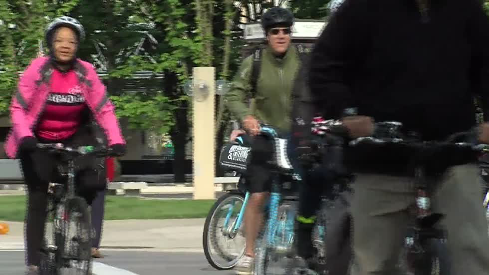 Mayor Barrett kicks off Wisconsin Bike Week by riding to work