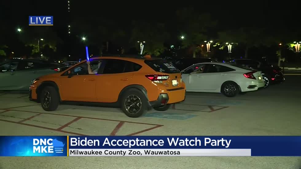 Democrats attend watch party at Milwaukee County Zoo on final night of DNC