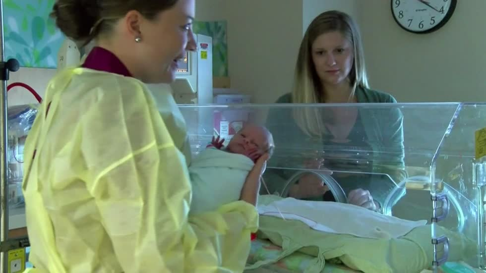 Mom gives largest breast milk donation to help other premature babies at Aurora West Allis