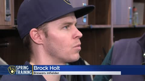 Brock Holt, Milwaukee Brewers finalize 1-year contract