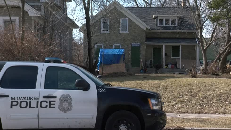 Two hospitalized after carbon monoxide leak at Milwaukee home