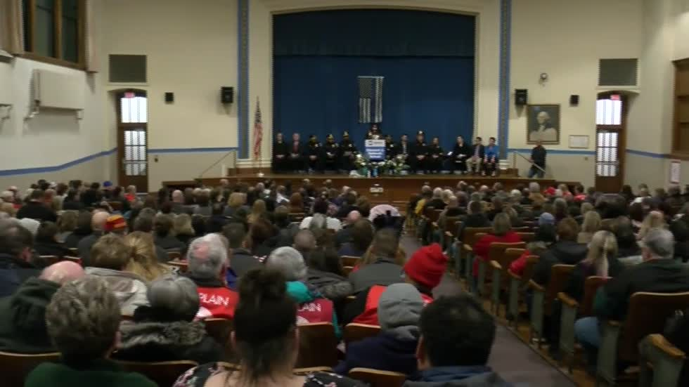 """That is extremely powerful:"" Hundreds attend vigil in honor of fallen MPD Officer Matthew Rittner"