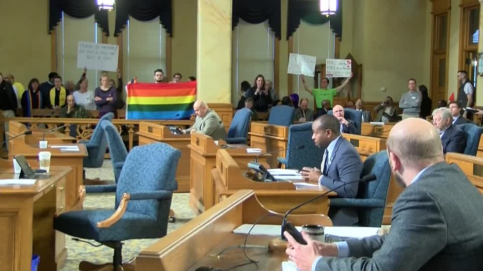 Milwaukee Common Council votes to ban conversion therapy
