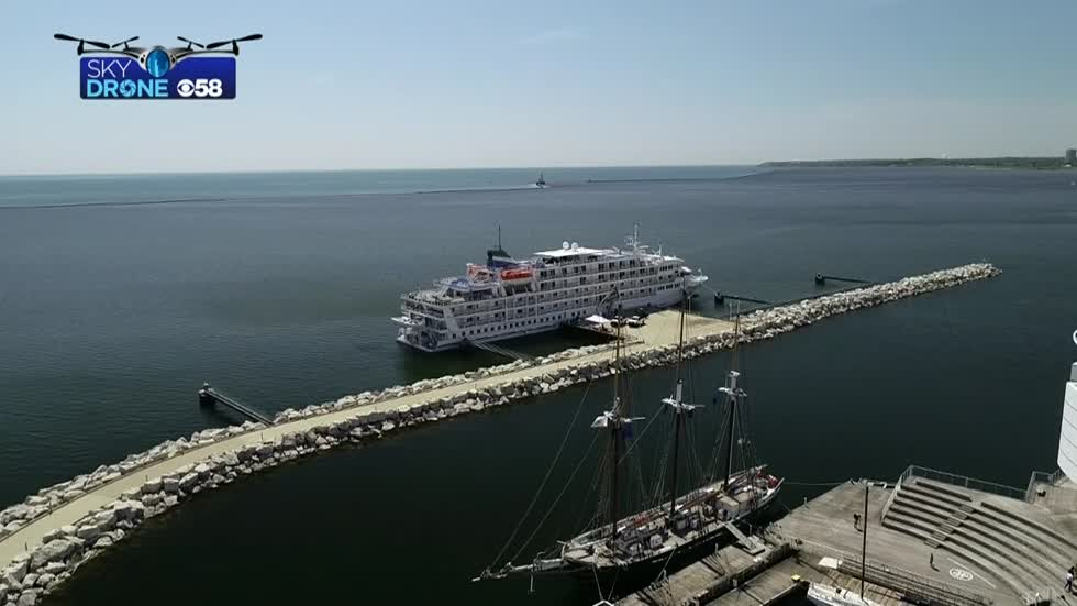 Cruise ship makes first stop of the season in Milwaukee