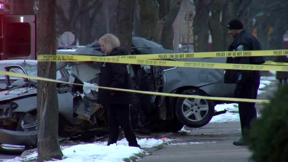 UPDATE: Man crashes into tree, dies, after fleeing from traffic stop on city's Northwest Side