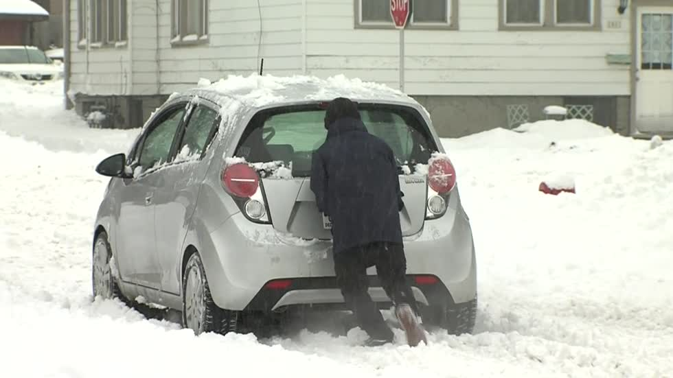 Good Samaritans help drivers stuck in the snow in Riverwest
