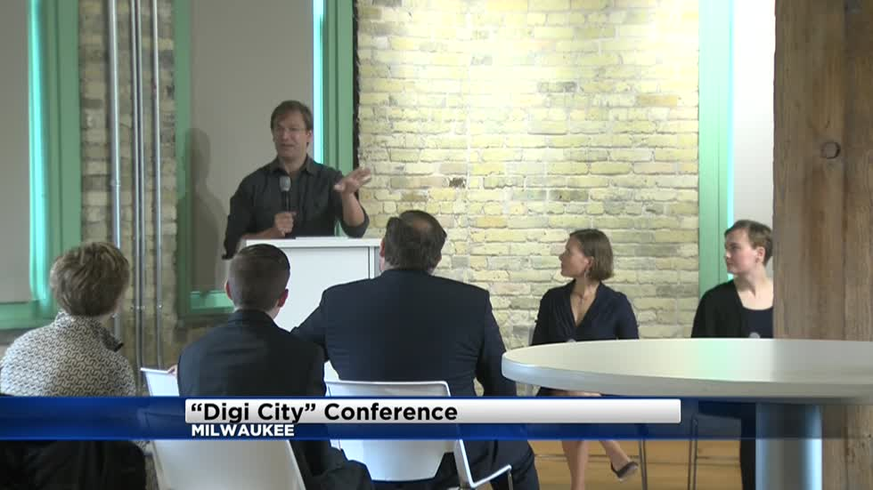 Local political and business leaders attend conference on Milwaukee's digital future
