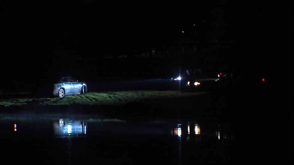 MFD dive team responds to car in lagoon at McGovern Park