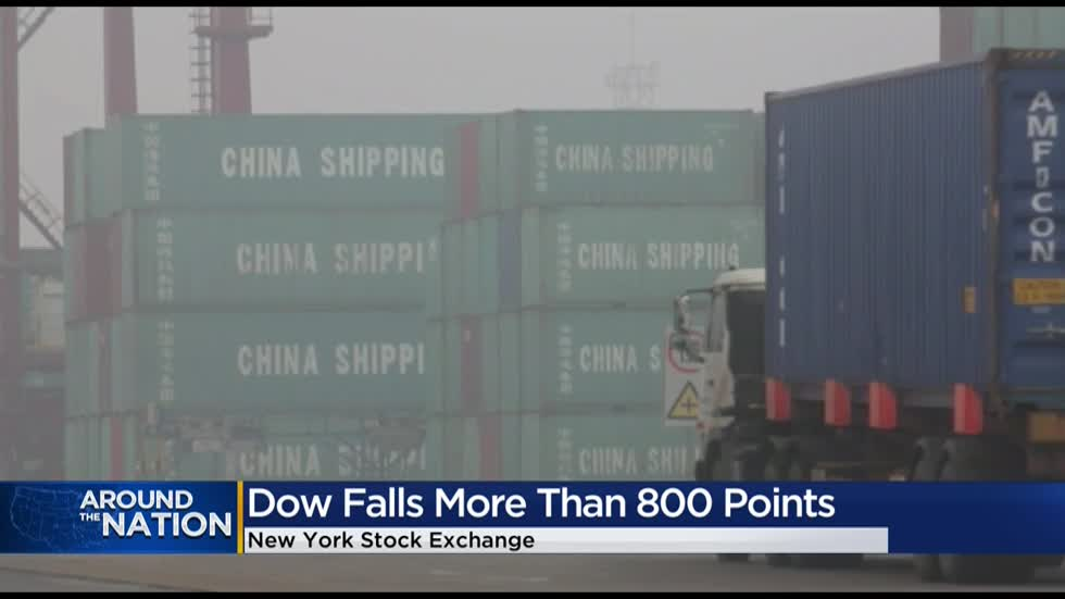 Dow falls more than 800 points Monday