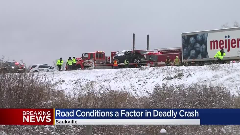 Ozaukee County sheriff: Driver dies after crashing into semi on I-43 NB in Saukville