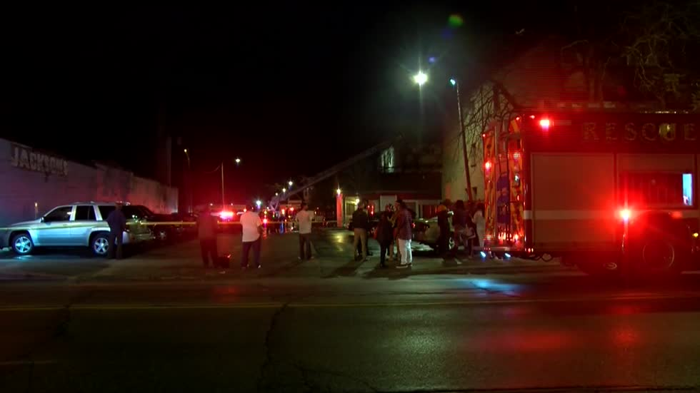 Late night fire displaces 30 from north side apartment building