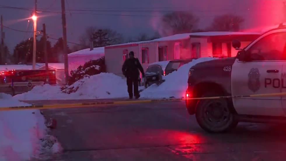 Woman dies in fire at South side Milwaukee mobile home court