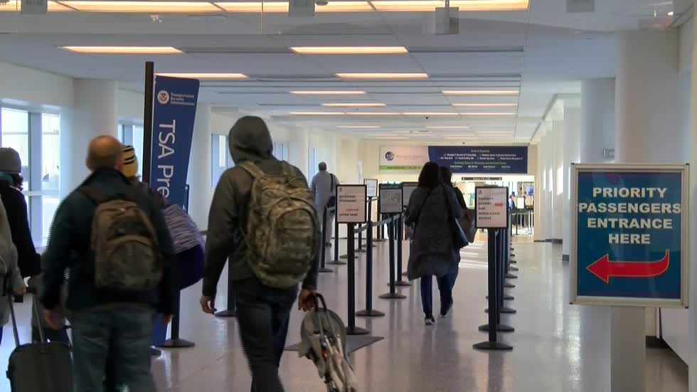 """It's frustrating:"" Flight delays due to government shutdown impact arrivals at General Mitchell Airport"