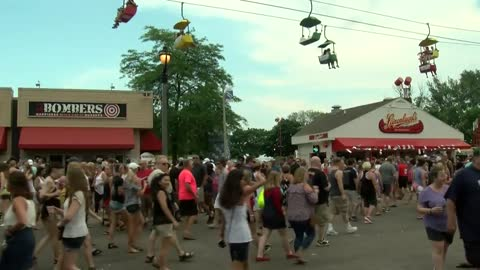 Thousands spend July 4 at Summerfest rain or shine