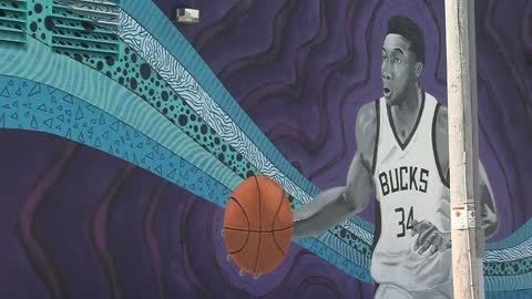 Bucks Star Giannis Antetokounmpo gets a mural in Milwaukee