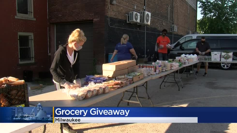 Grocery giveaway helps people stock up with much-needed food