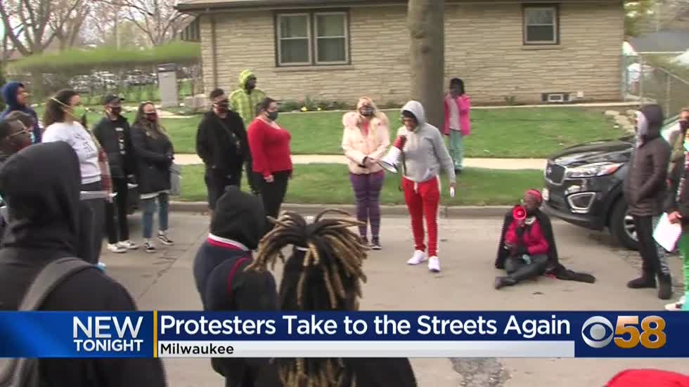 Protesters take to streets of Milwaukee for 2nd night following...