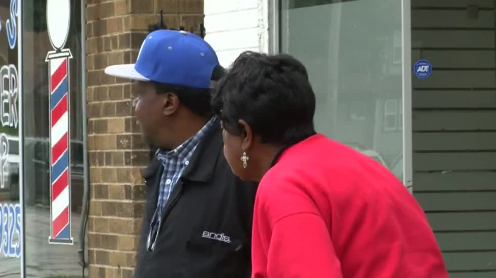 "Milwaukee community leader ""Mama"" Freeman in need of help, trying to save building"