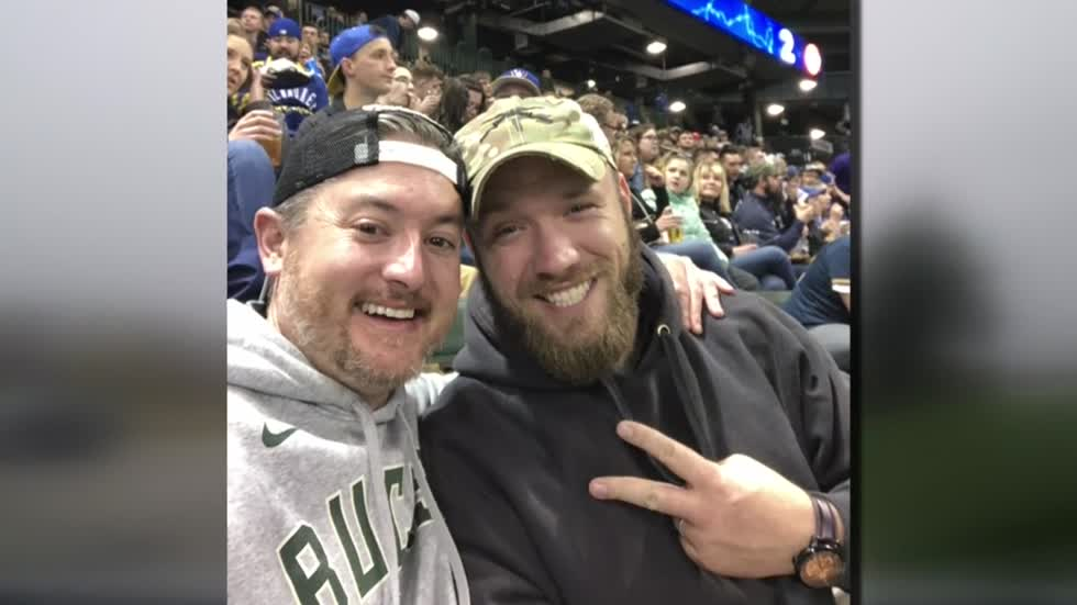 Man, veteran who met on plane as strangers are now lifelong friends thanks to Brewers Game