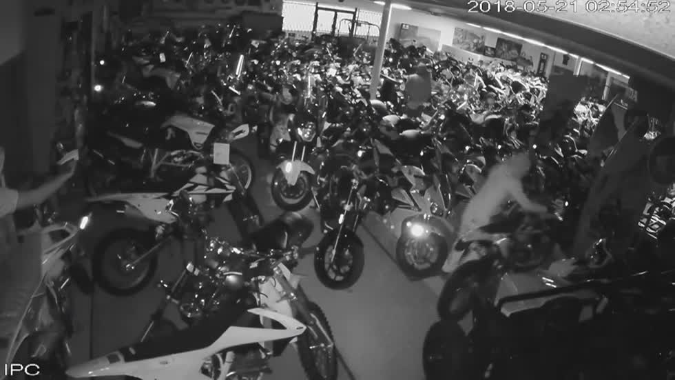 Milwaukee Police looking for three suspects who stole motorcycles