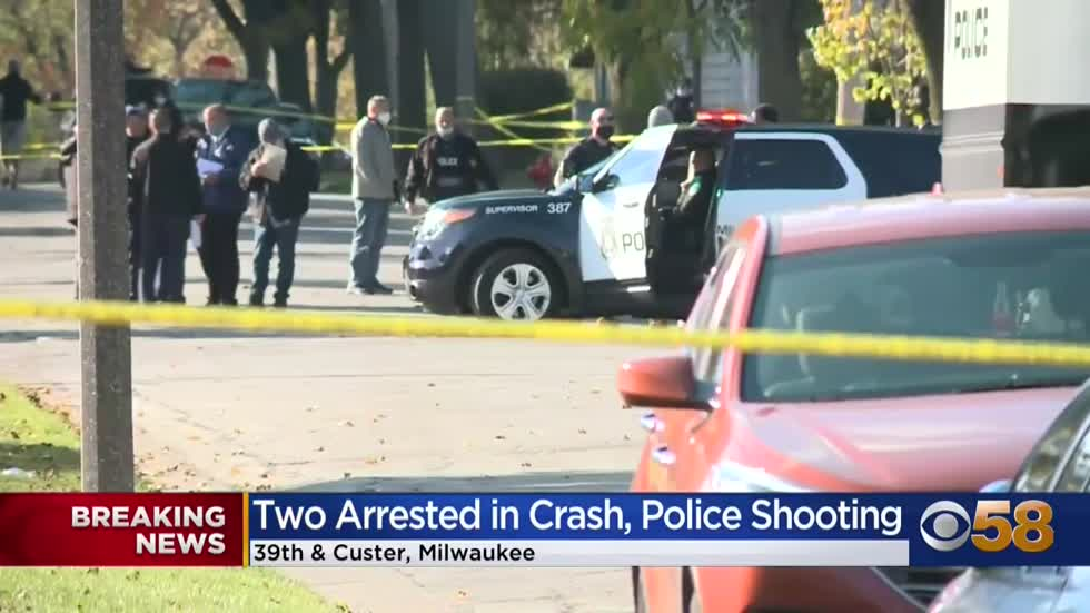 2 arrested after crashing into Milwaukee police vehicle