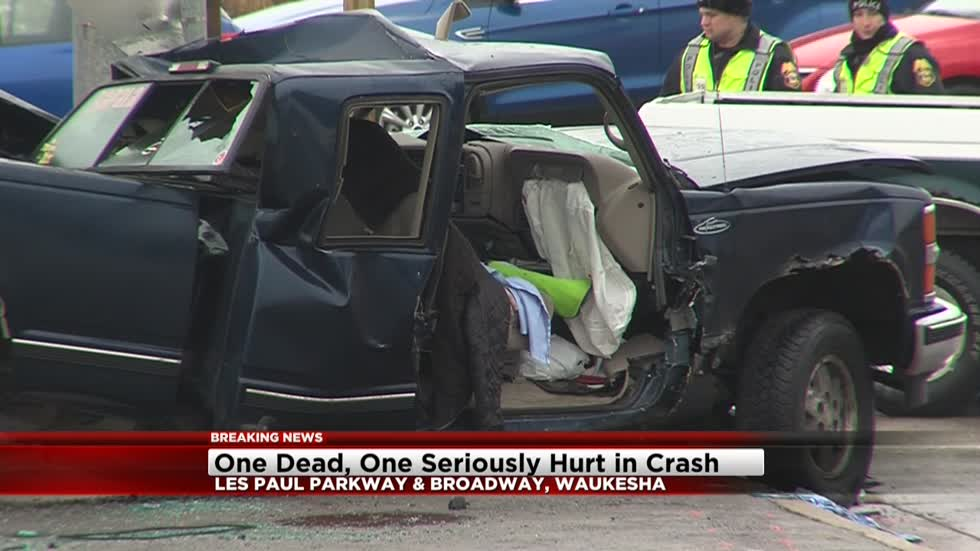 UPDATE: One dead after crash into pole near Broadway and Les Paul Parkway in Waukesha