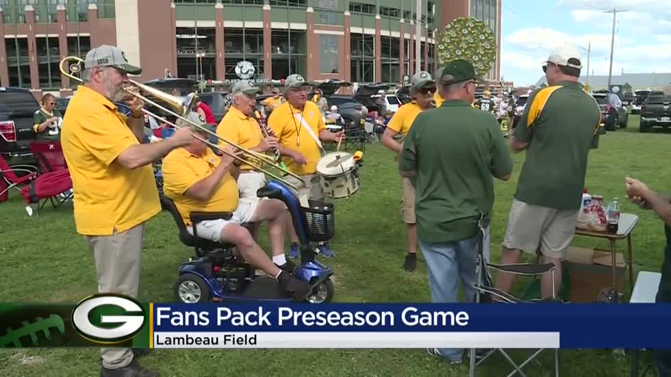 'We love the Packers:' Fans pack Lambeau Field for first preseason game