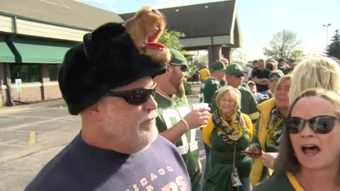 Packers-Bears rivalry playing out on the field and off