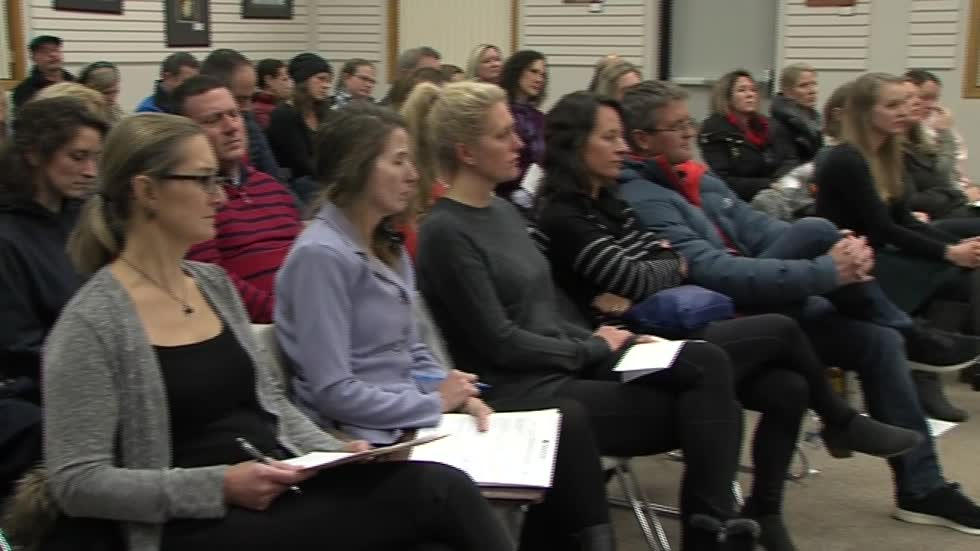 Parents pack school board meeting to voice concerns over new middle school in Franklin