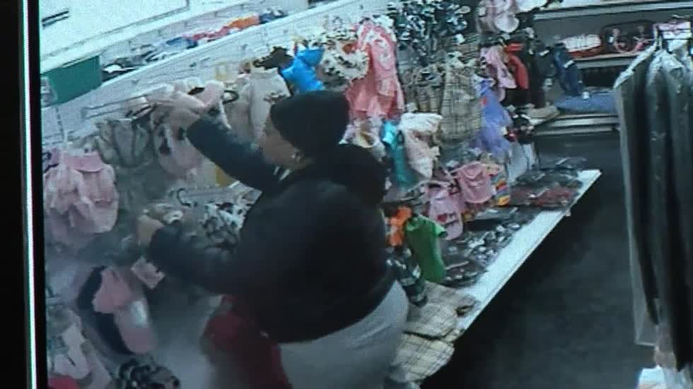 Milwaukee shoplifter caught on camera stealing hundreds of dollars worth of accessories