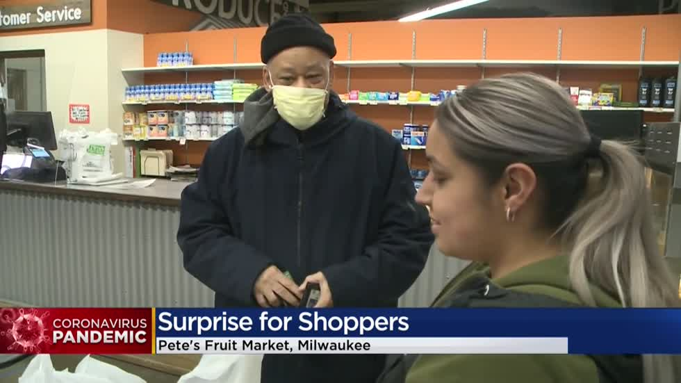 'I'm grateful:' Shoppers in Milwaukee surprised as donors pay for groceries at Pete's Fruit Market