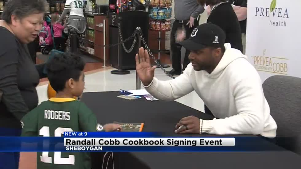 Randall Cobb meets fans, signs copies of cookbook in Sheboygan