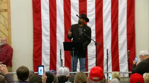 "Former Sheriff David Clarke encourages voters to ""turn out"" for Roy Moore during final rally"