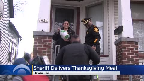 Milwaukee County Sheriff Lucas delivers Thanksgiving turkeys to families
