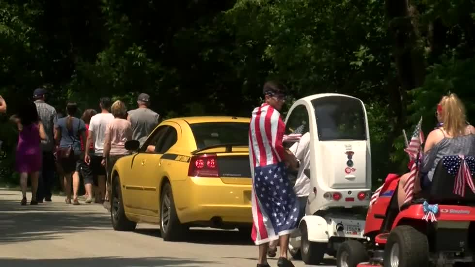 It's a parade in the books! Fourth of July parade in Mequon sets record for world's shortest parade