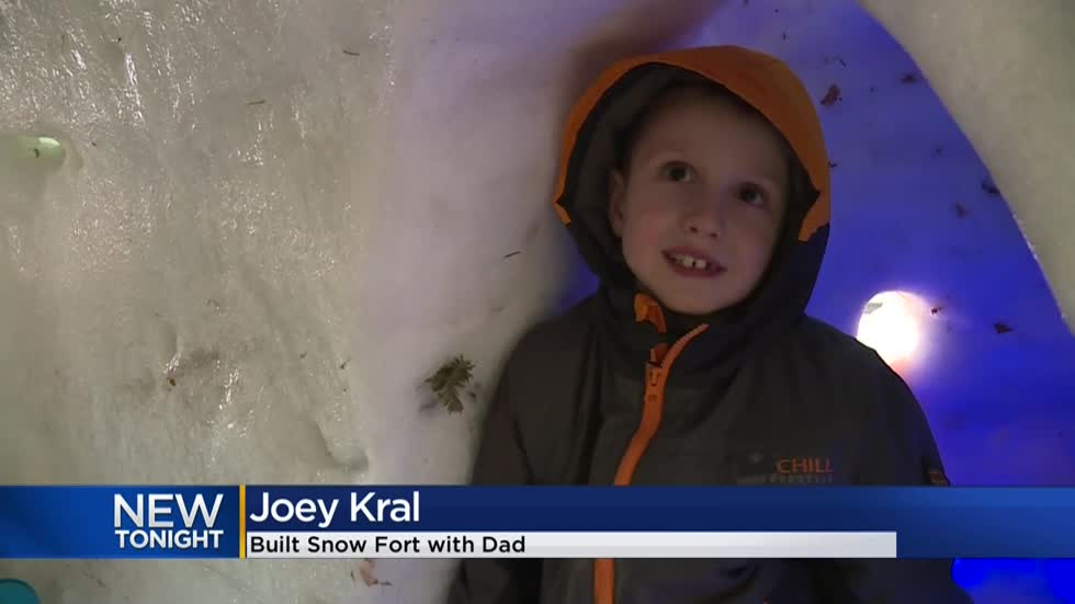 Wauwatosa family builds massive snow fort