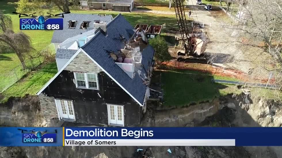 Demolition underway of Somers home on the verge of falling into Lake Michigan