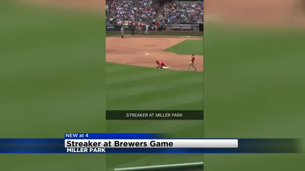 Streaker makes it onto field at Brewers game