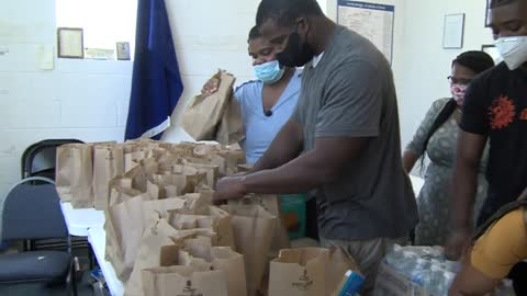 Milwaukee teen, Crystal Russell, works to feed those in need