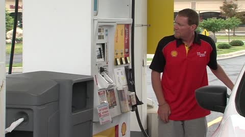 Full service experience remains at one gas station in West Bend