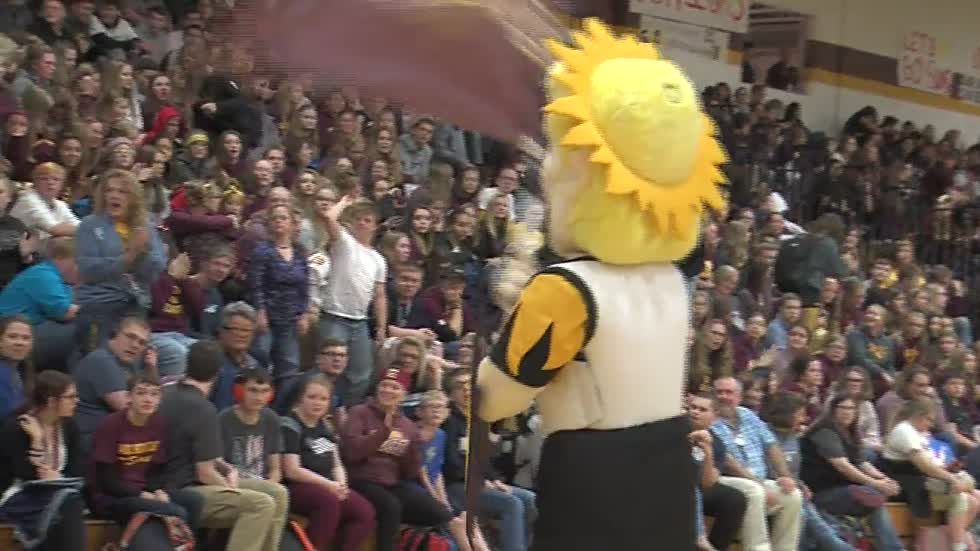 Homecoming rivalry between two West Bend high schools under one roof